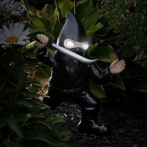 Ninja gnomo da giardino