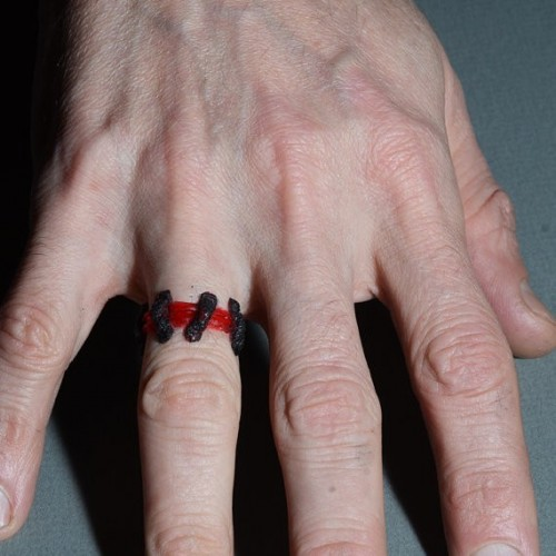 Anello Cicatrice Rosso Vivo